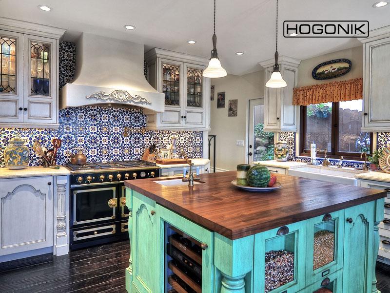 کاشی رنگی در آشپزخانه